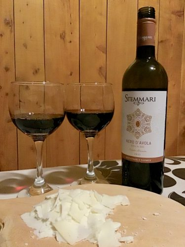 Stemmari Nero d'Avola wine and Quesos QM Maduro Caprino cheese