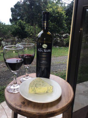 Pata Negra Reserva Tempranillo and Rosenburg blue cheese
